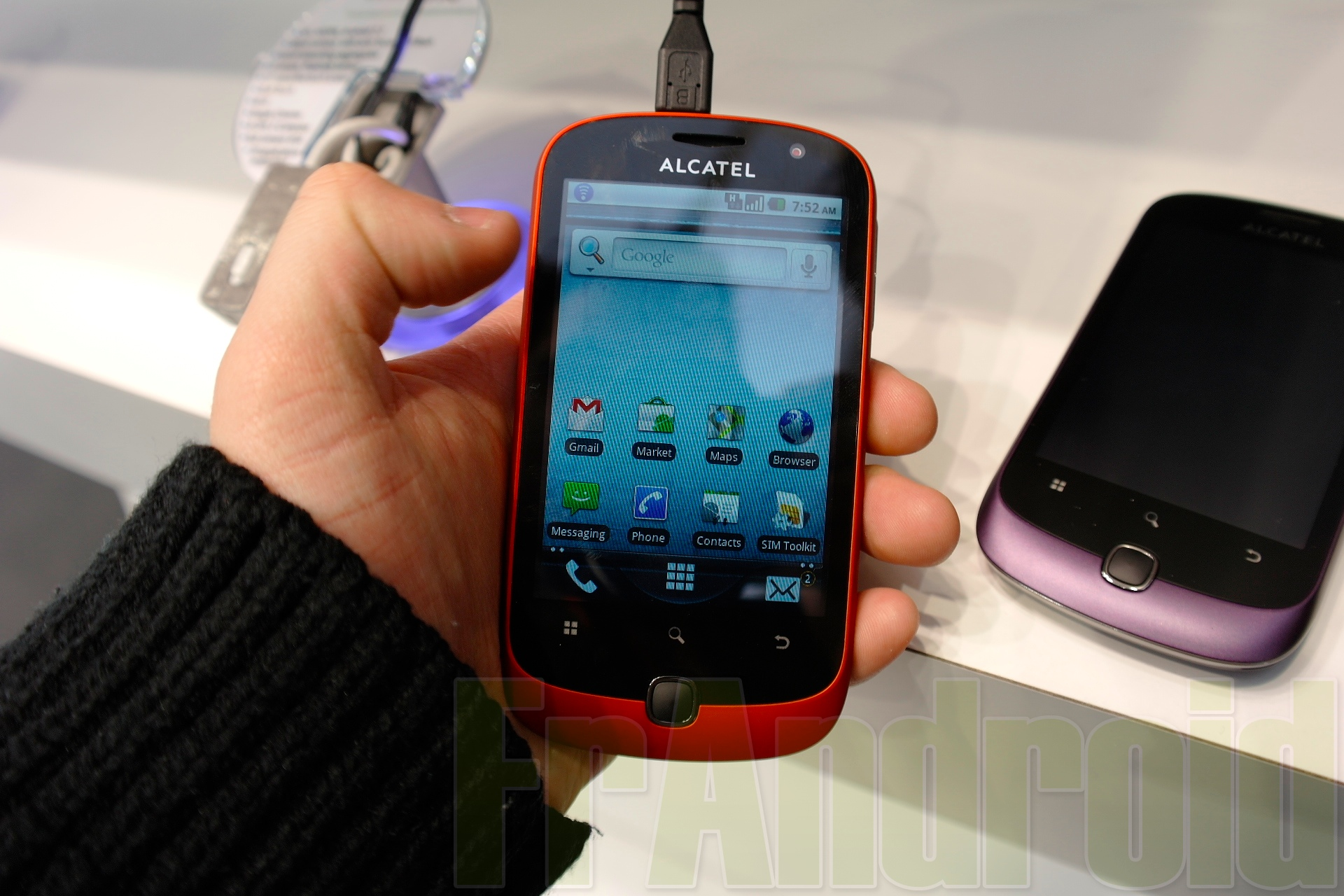 L'alcatel One Touch 908 Est