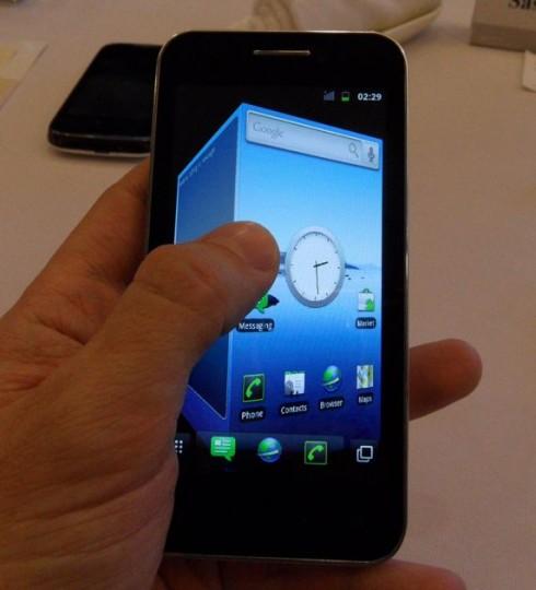 huawei glory un smartphone de 4 pouces avec un processeur cadenc 1 4 ghz sous android. Black Bedroom Furniture Sets. Home Design Ideas