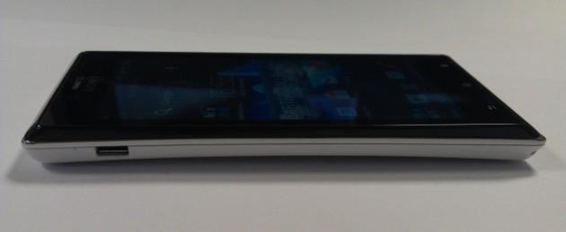 Test du Sony Xperia J - Les côtés