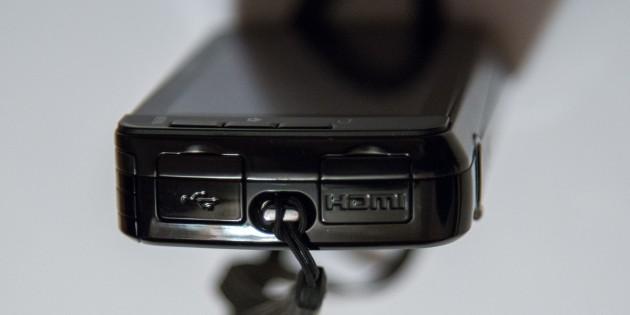 Profil droit du Nikon Coolpix S800c
