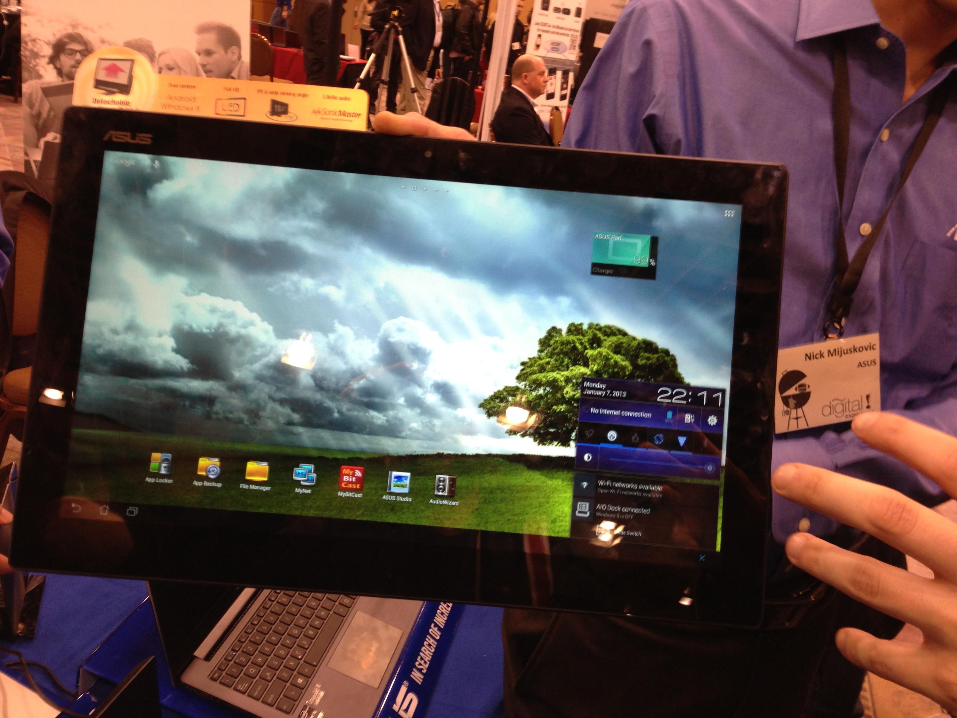 ces 2013 asus pr sente le transformer aio une tablette de 18 4 pouces avec android et windows. Black Bedroom Furniture Sets. Home Design Ideas