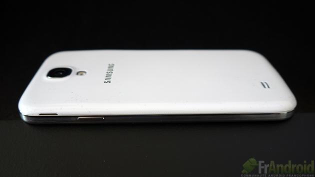 Samsung-Galaxy-SIV-Droite