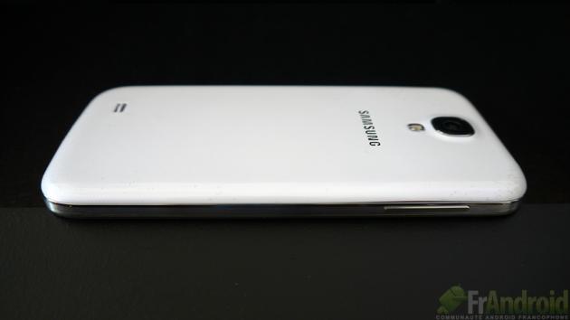 Samsung-Galaxy-SIV-Gauche