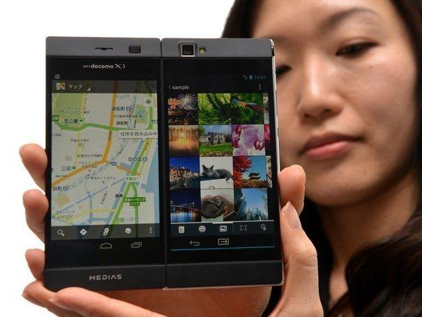780203_le-modele-de-smartphone-pliable-a-deux-ecrans-de-nec-presente-le-19-fevrier-2013-a-tokyo