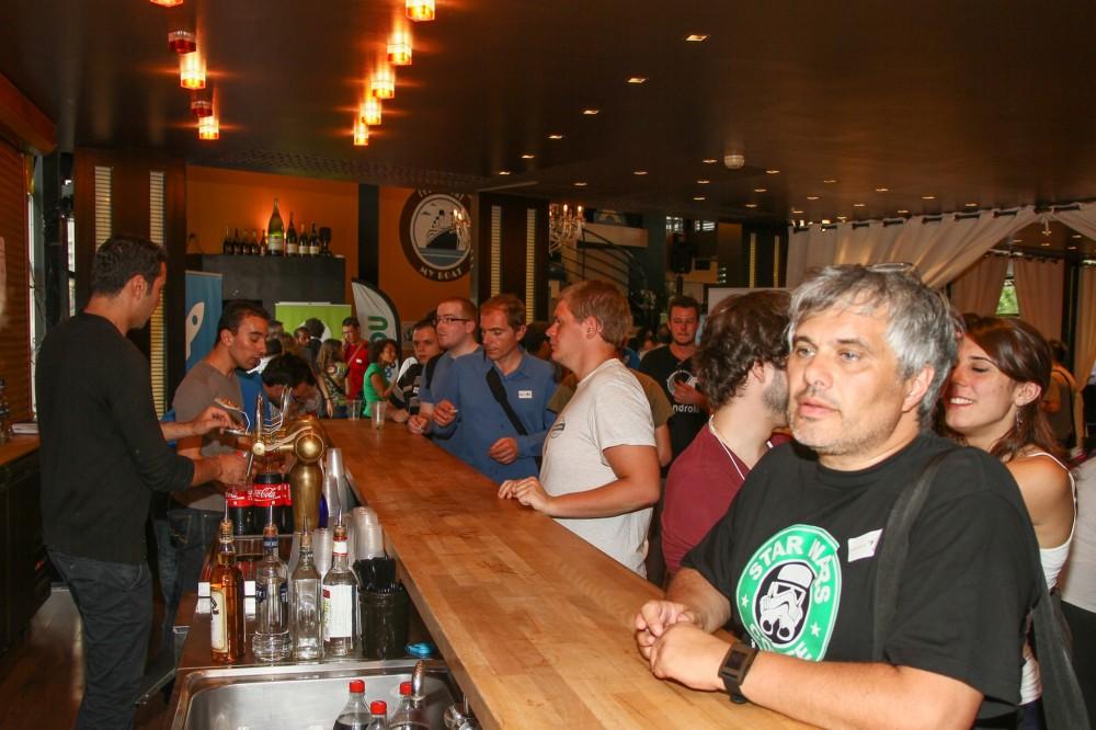 Le bar avec JL devant (communauté Archos)