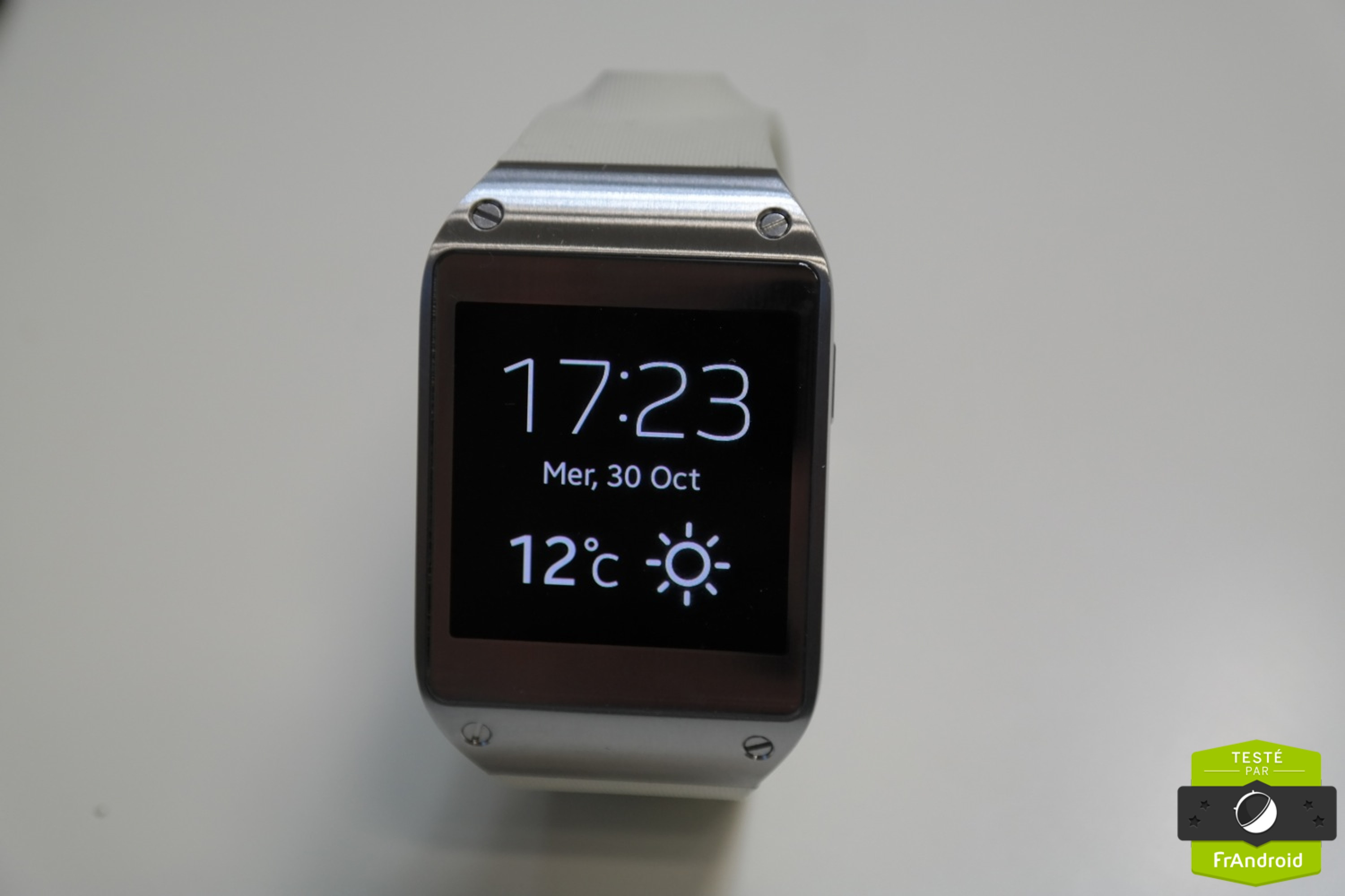 samsung galaxy gear des premiers jeux ama d barquent sur la montre connect e frandroid. Black Bedroom Furniture Sets. Home Design Ideas