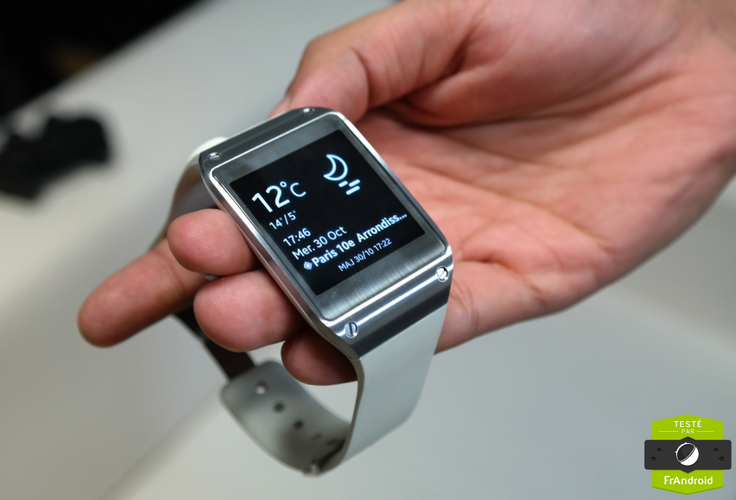 montre connectee samsung galaxy gear 2 test. Black Bedroom Furniture Sets. Home Design Ideas