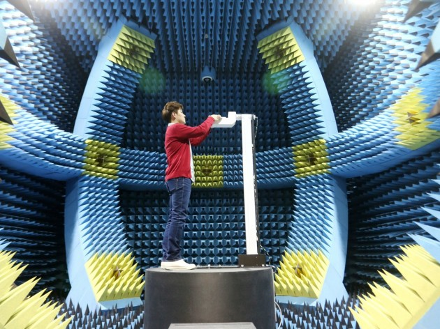 samsung-uses-this-room-to-test-the-radios-inside-its-phones-the-foam-material-absorbs-the-waves-and-mimics-a-wide-open-environment-without-walls