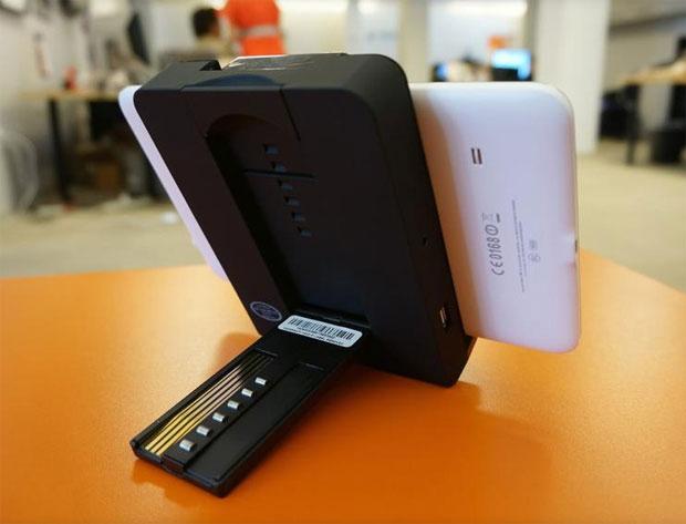 audiovox une station pour tablettes d di e la voiture frandroid. Black Bedroom Furniture Sets. Home Design Ideas