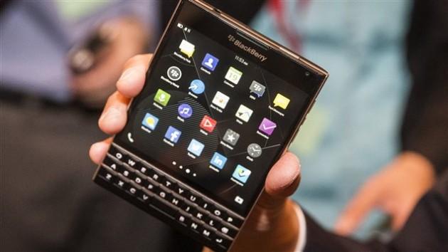 140924_6s209_blackberry-passport_sn635