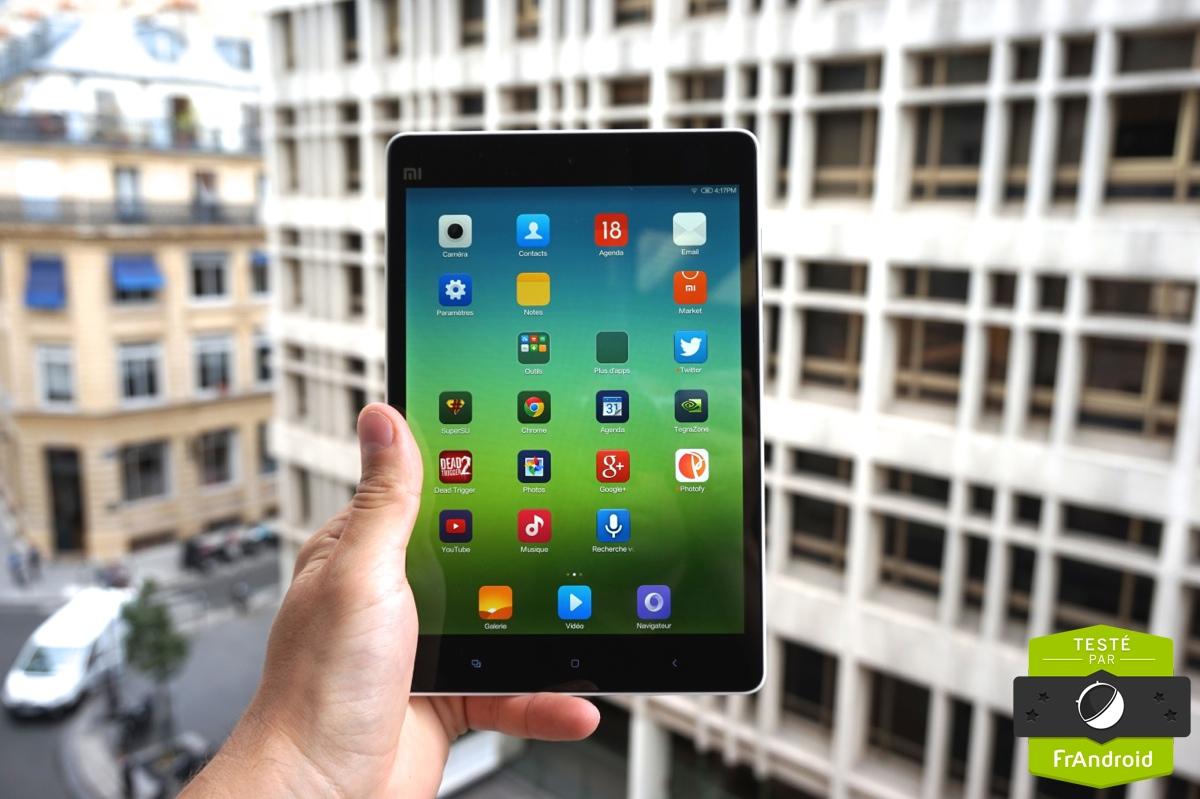 Xiaomi a également pensé à mettre quelques LED sur sa tablette. En haut de  la dalle, on trouve une LED qui s illumine selon la capacité de la batterie  ou ... 167595a5be3d