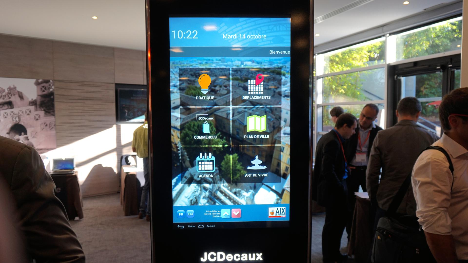 Favori Prise en main : JCDecaux à l'assaut des villes connectées avec la  TH44