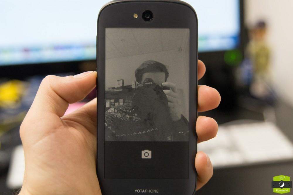 Yota Phone 2-16