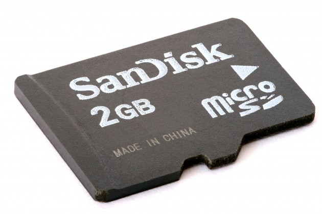 MicroSD_card_2GB_focus-stacked