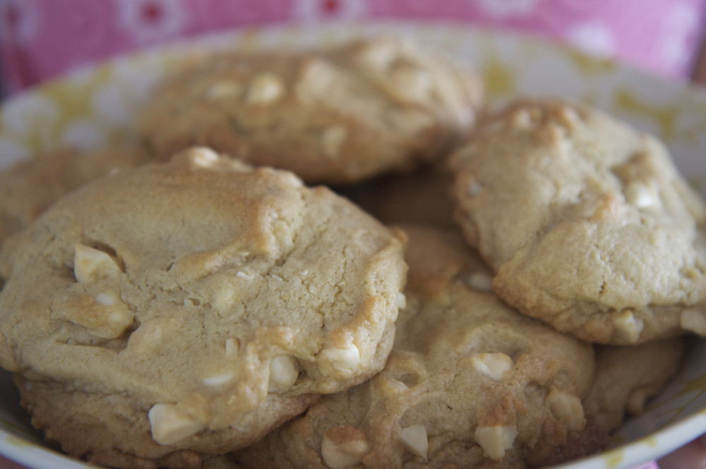 White_Chocolate_macadamia_nut_cookies_(3499207554)