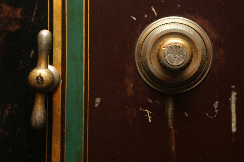 2014-08-life-of-pix-free-stock-Safe-door-combination
