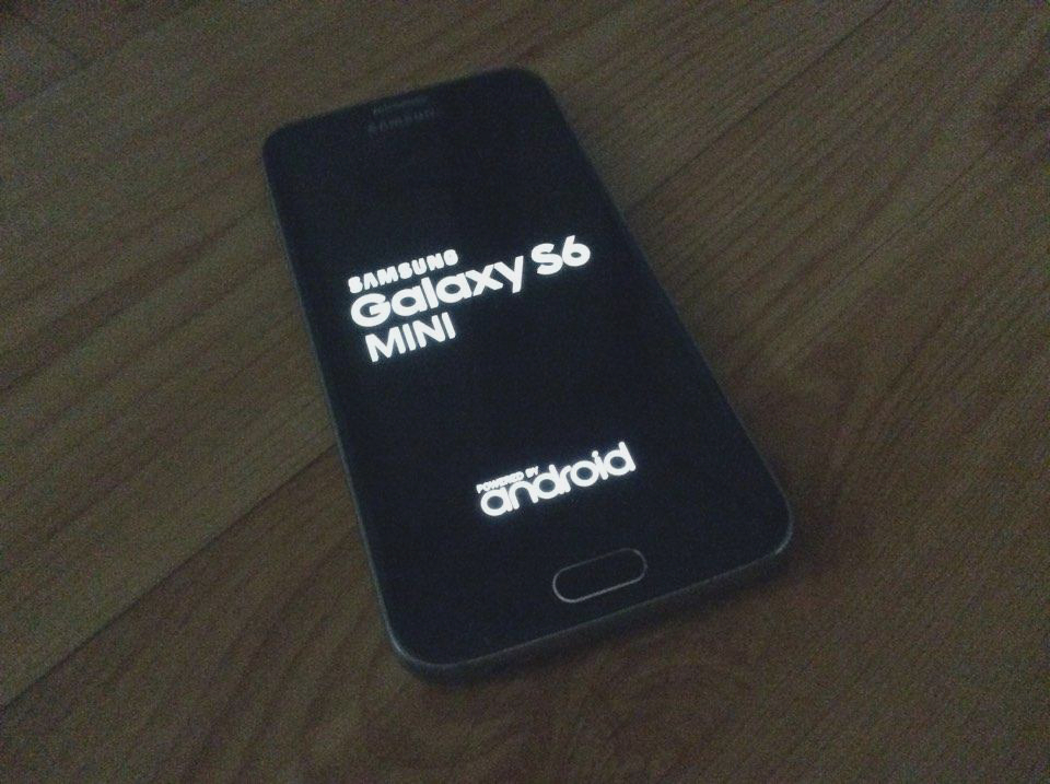 le samsung galaxy s6 mini sort de l 39 ombre frandroid. Black Bedroom Furniture Sets. Home Design Ideas