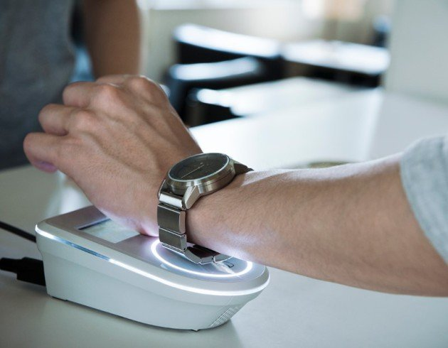 The-Wena-Wrist-allows-NFC-payments