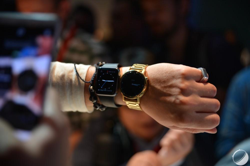 A côté d'une Apple Watch