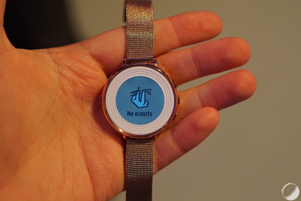 L'écran de la Pebble Time Round est de l'e-ink avec retroéclairage, environ deux jours d'autonomie