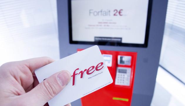 Borne-interactive-Free-Mobile-et-carte-SIM