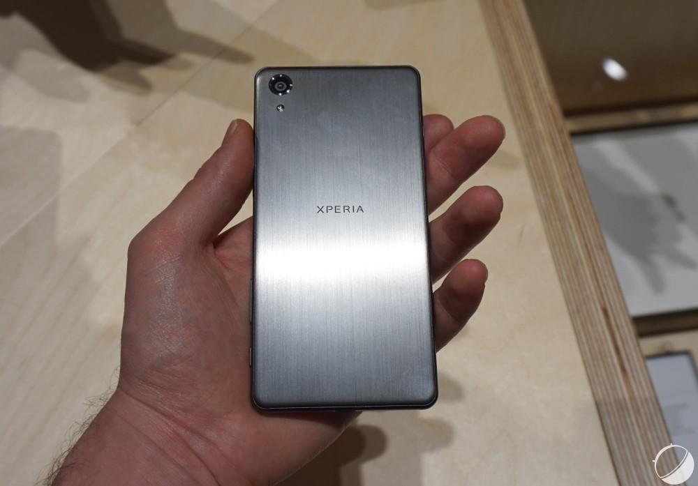remplacer batterie sony xperia xz