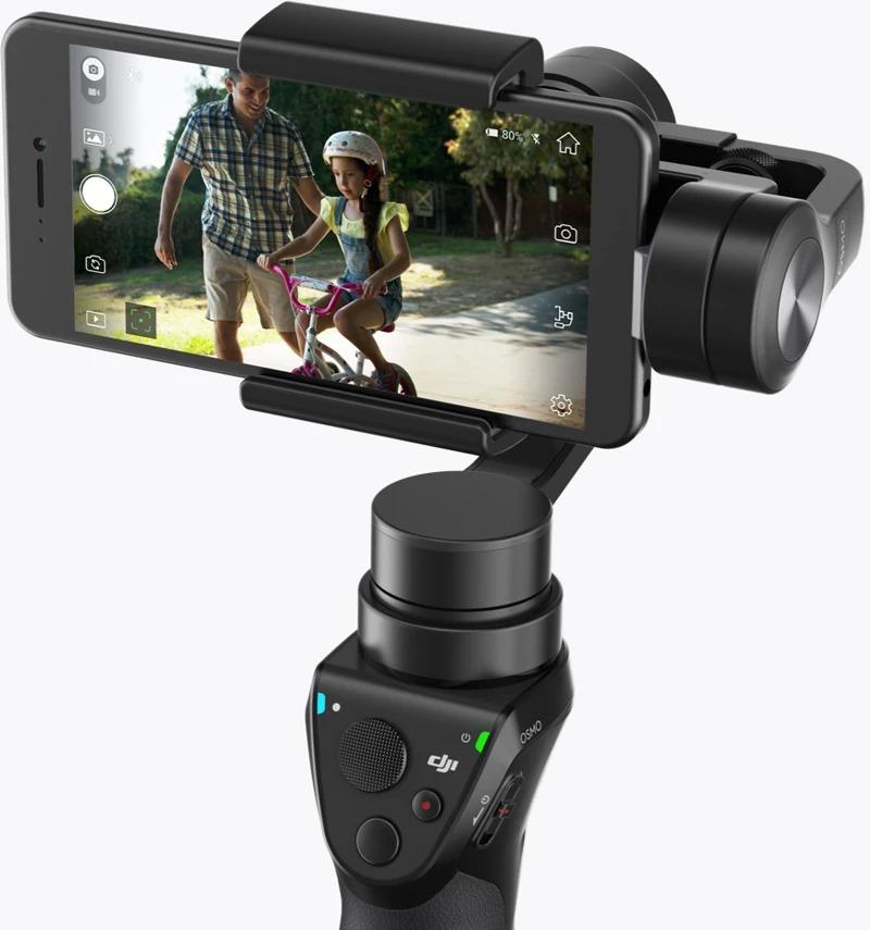 bb1fb4cda86d2 La gamme DJI Osmo désigne habituellement des caméras disposant d un petit  manche sur lequel on vient brancher un smartphone et qui permet d avoir un  retour ...