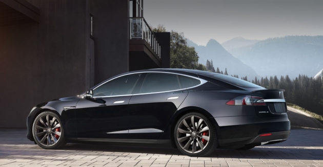 Tesla Model S montagne