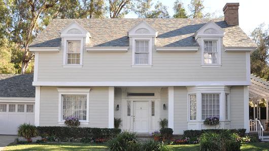 le toit solaire de tesla ne co terait pas plus cher qu 39 un toit classique frandroid. Black Bedroom Furniture Sets. Home Design Ideas