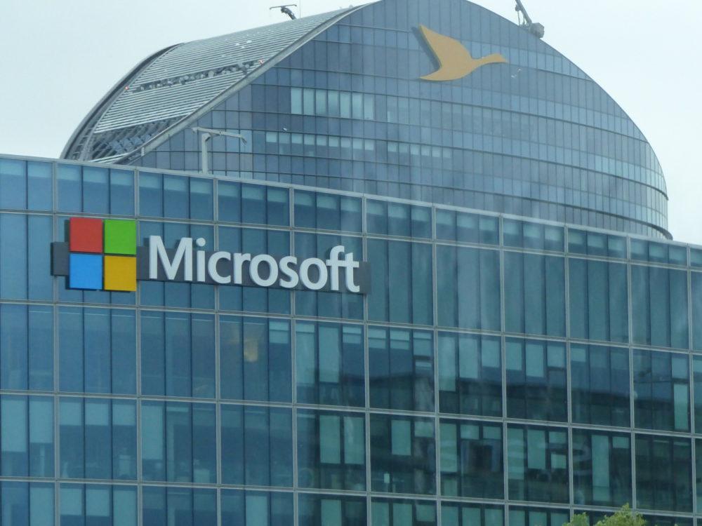 Microsoft dépasse les 1 000 milliards de dollars grâce au cloud