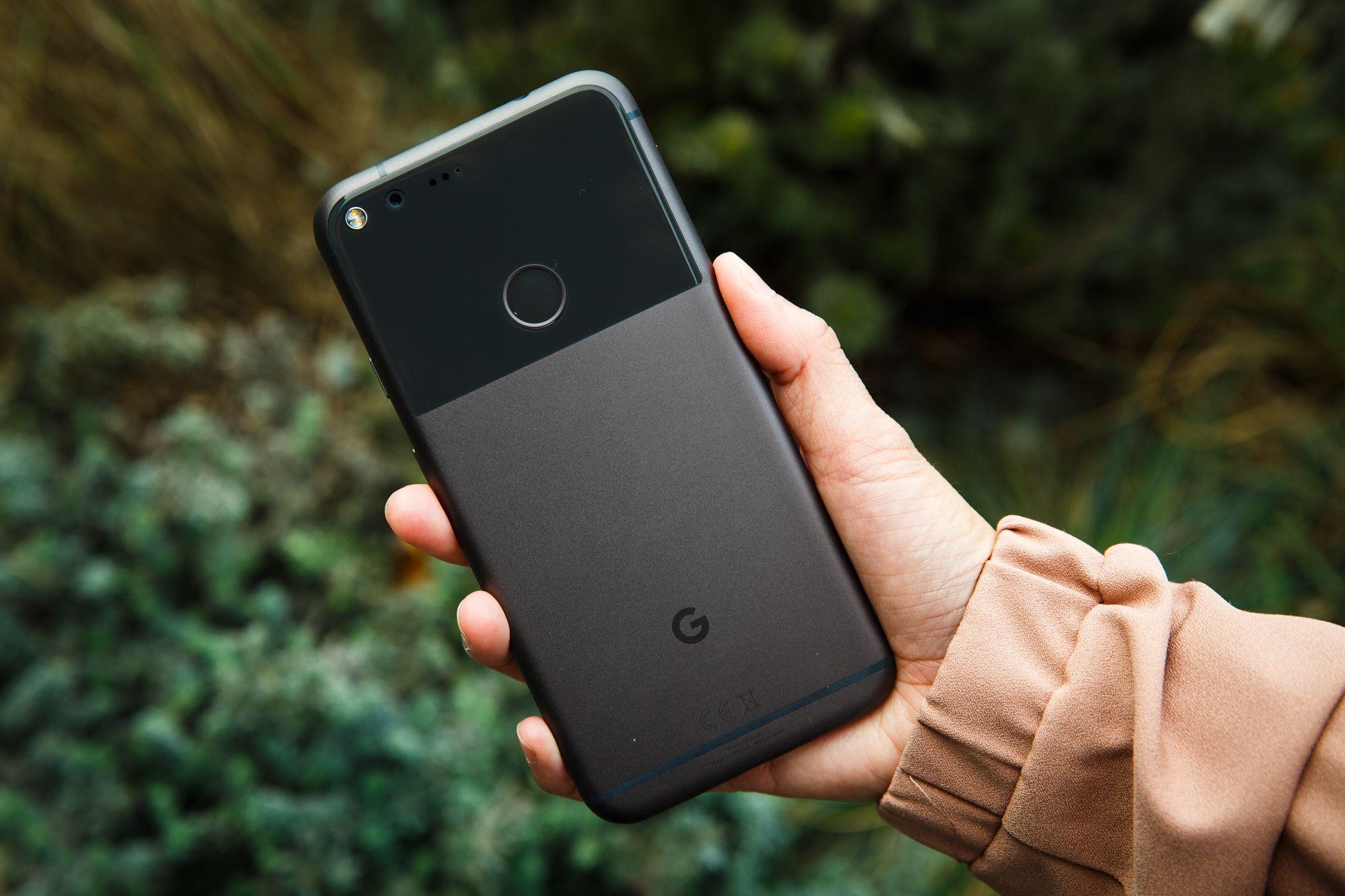 5f3958547326bc Lorsqu on lit les premiers tests du Google Pixel, le premier téléphone  intégralement conçu et commercialisé par la firme de Mountain View, on se  rend vite ...