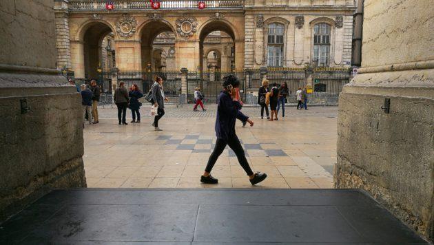 En jouant bien avec la vitesse, il est facile d'obtenir des passants avec les jambes en ciseaux, très photogéniques.