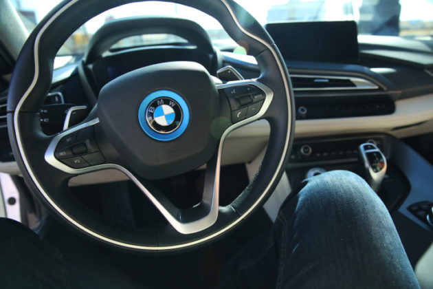 bmw-i8-interior-steering-wheel