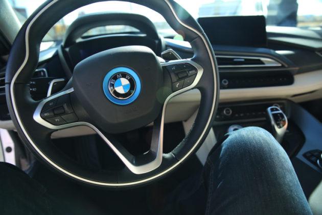 bmw-i8-interior-steering-wheel