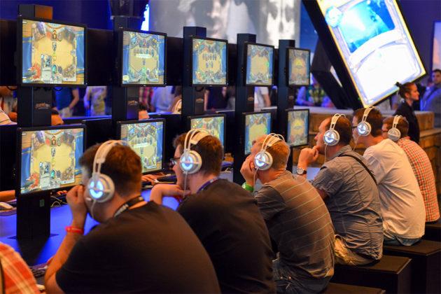 gamescom-2013-gamers-hearthstone-1