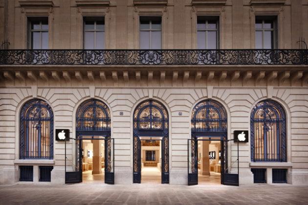 03928162-photo-apple-store-opera
