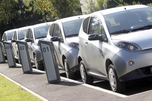 Presentation des premieres voitures electriques Bluecar du service francilien d'autopartage Autolib/BORNE DE RECHARGE AUTOLIB' Vaucresson le 30 septembre 2011