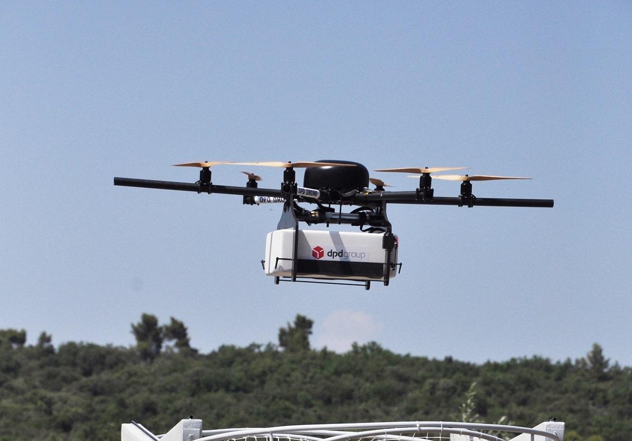 la poste ouvre sa premi re ligne commerciale de livraison par drone en france frandroid. Black Bedroom Furniture Sets. Home Design Ideas