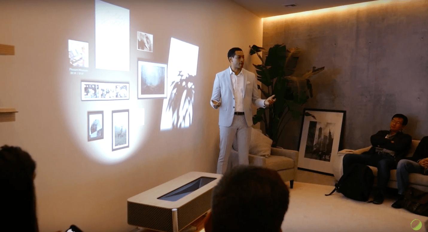 CES 12  l'étrange et futuriste meuble vidéoprojecteur 12K de Sony