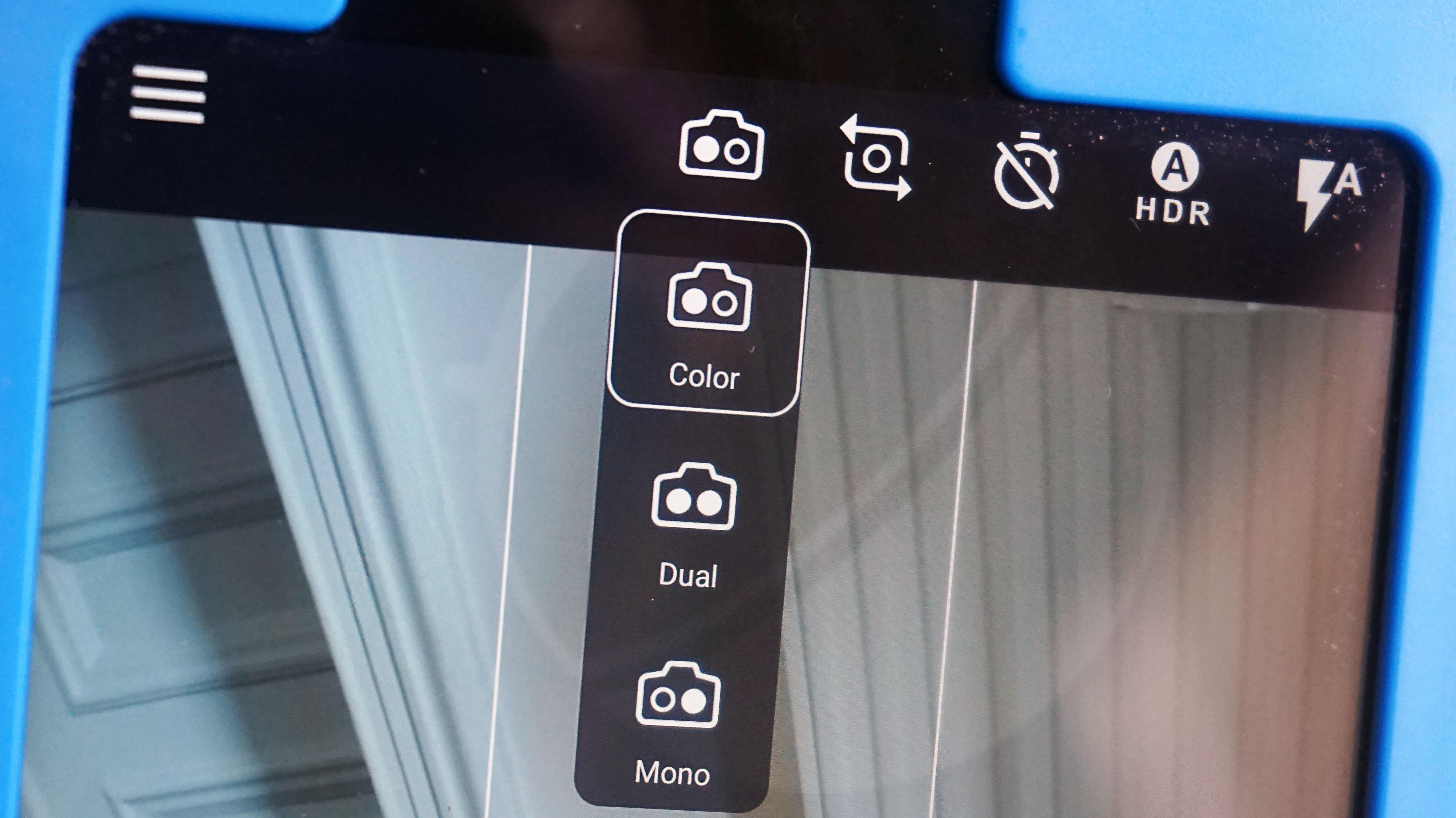 le Nokia 8 a bien deux capteurs photo de 13 Mégapixels € l instar des modules de Huawei il propose une vue monochrome une vue couleur ou un cliché