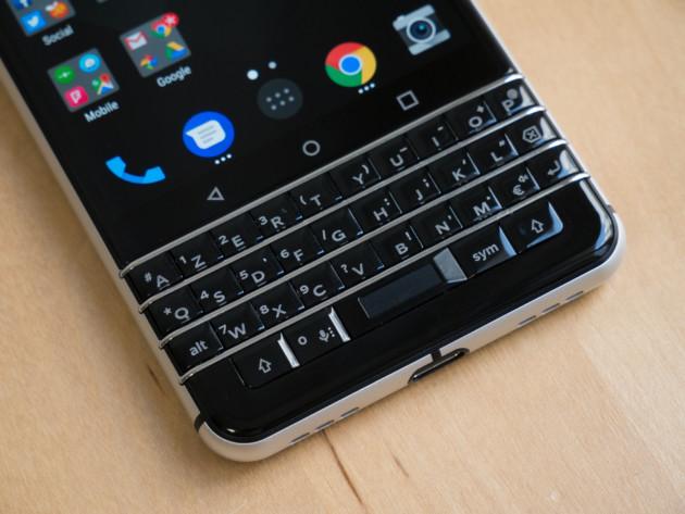 blackberry ou blackberry pour elle le clavier physique est une obligation frandroid. Black Bedroom Furniture Sets. Home Design Ideas