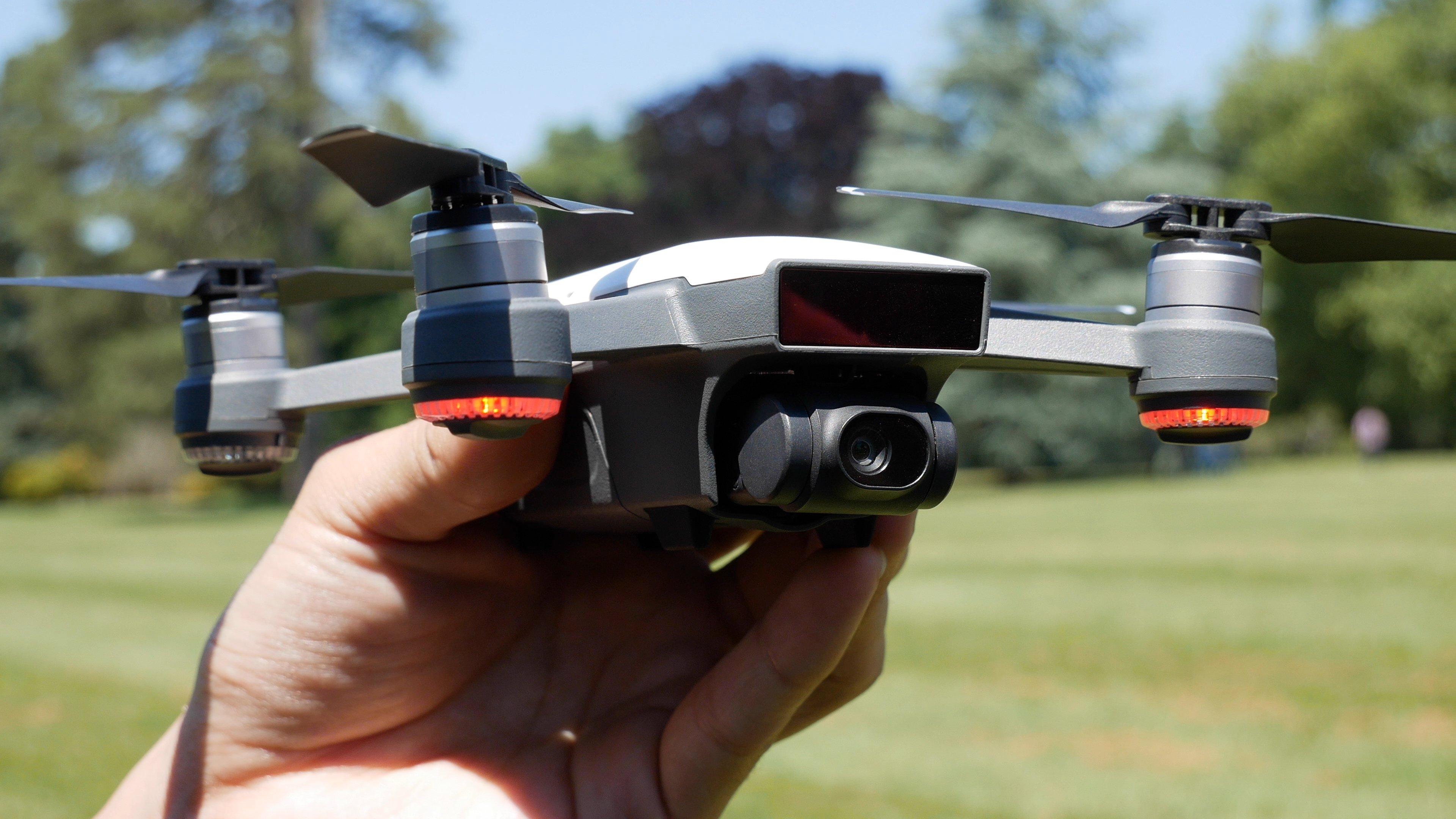 test du dji spark le mini drone qu 39 on commande au doigt. Black Bedroom Furniture Sets. Home Design Ideas