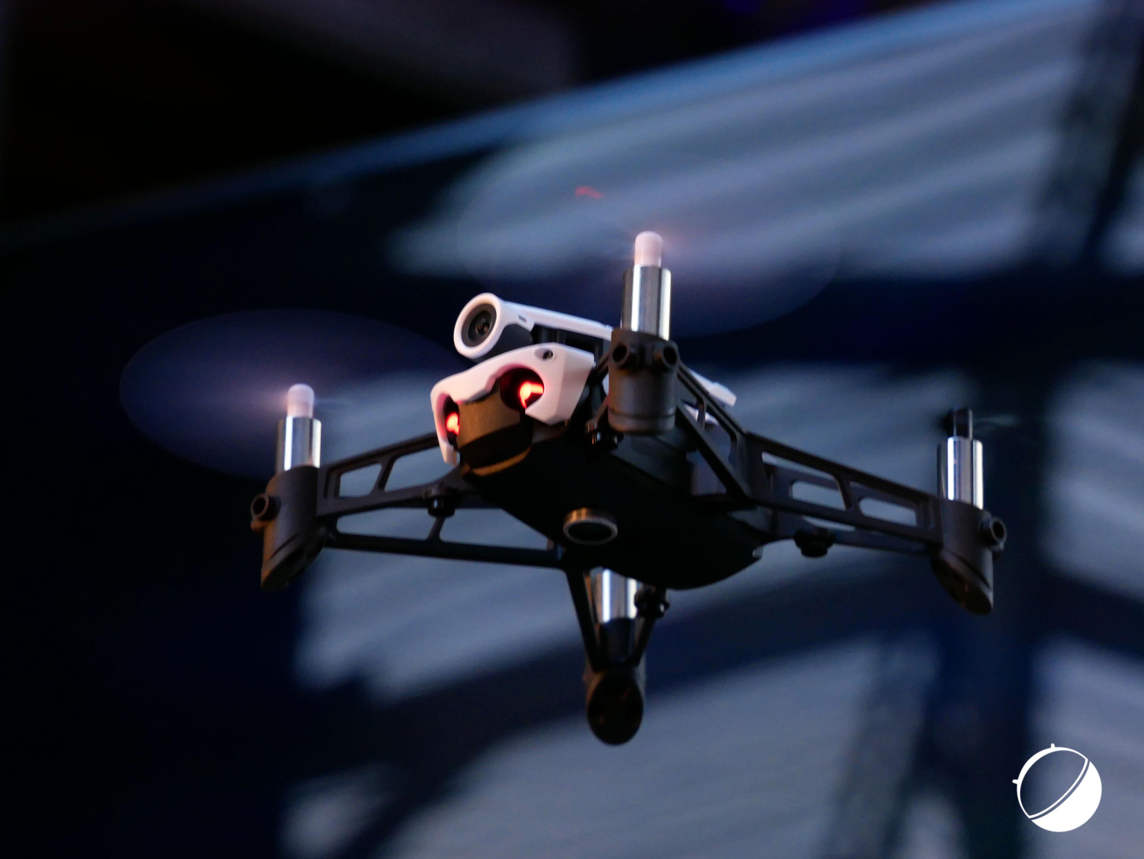 parrot mambo un nouveau drone de course 180 euros. Black Bedroom Furniture Sets. Home Design Ideas