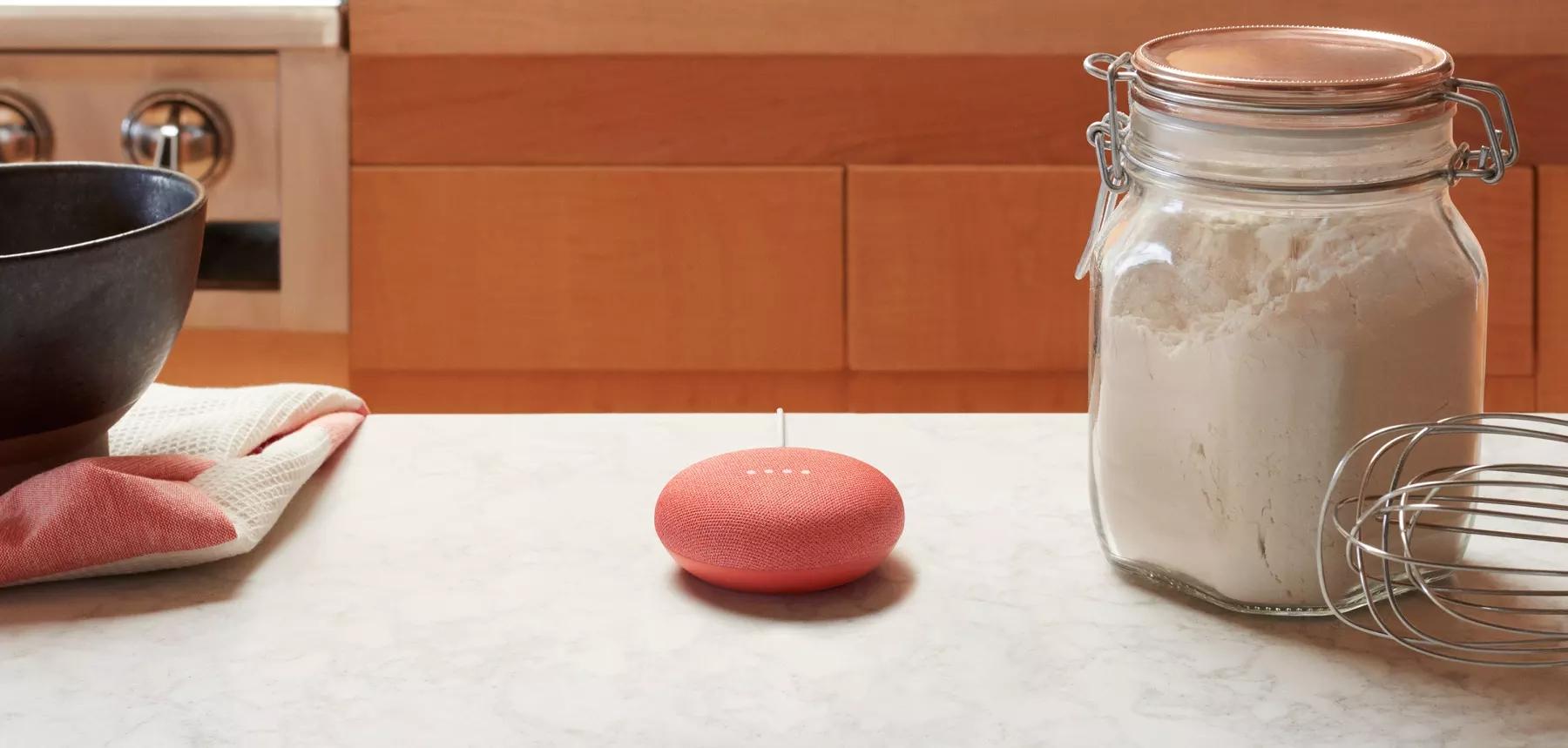 Une enceinte Google Home mini
