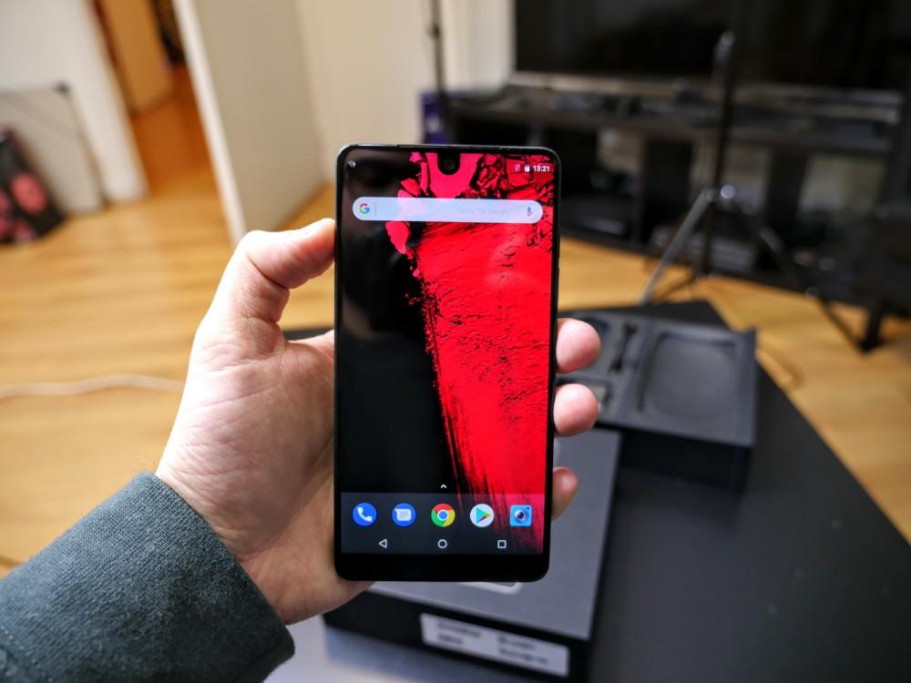 Essential Phone, assez compact en main
