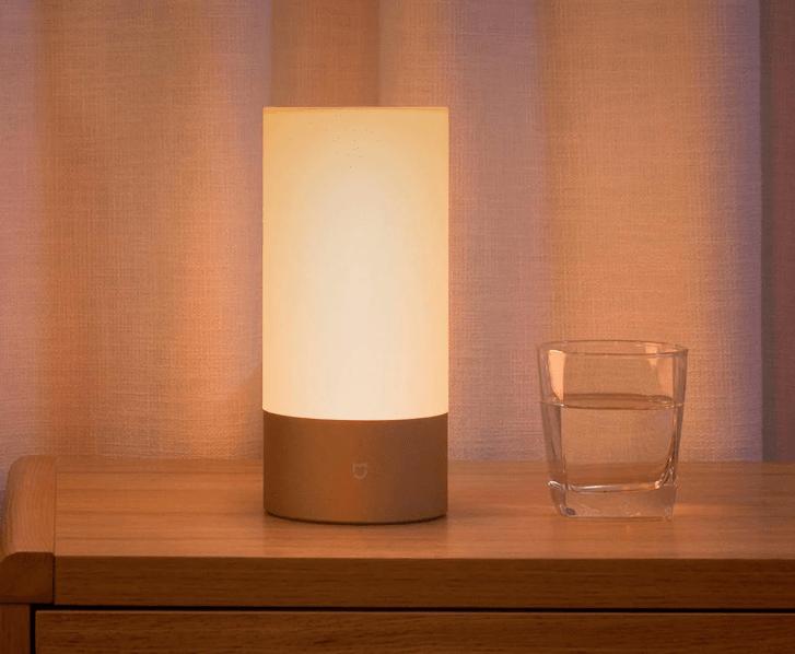 xiaomi bedside lamp la lampe connect e passe au wifi et gagne le contr le vocal frandroid. Black Bedroom Furniture Sets. Home Design Ideas