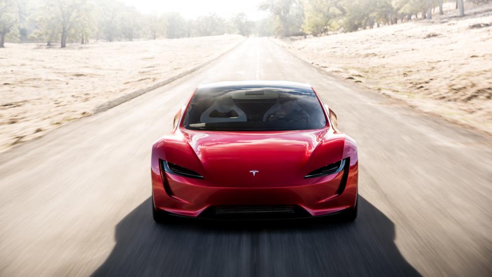 Le Tesla Roadster impressionne par ses performances, du moins sur le papier