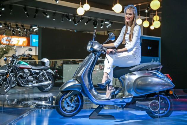 scooters lectricit et connectivit s 39 invitent au guidon salon de la moto de milan frandroid. Black Bedroom Furniture Sets. Home Design Ideas