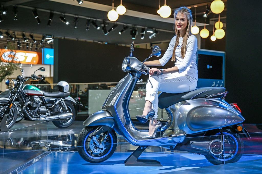 Scooters lectricit et connectivit s 39 invitent au - Salon de la moto tours ...