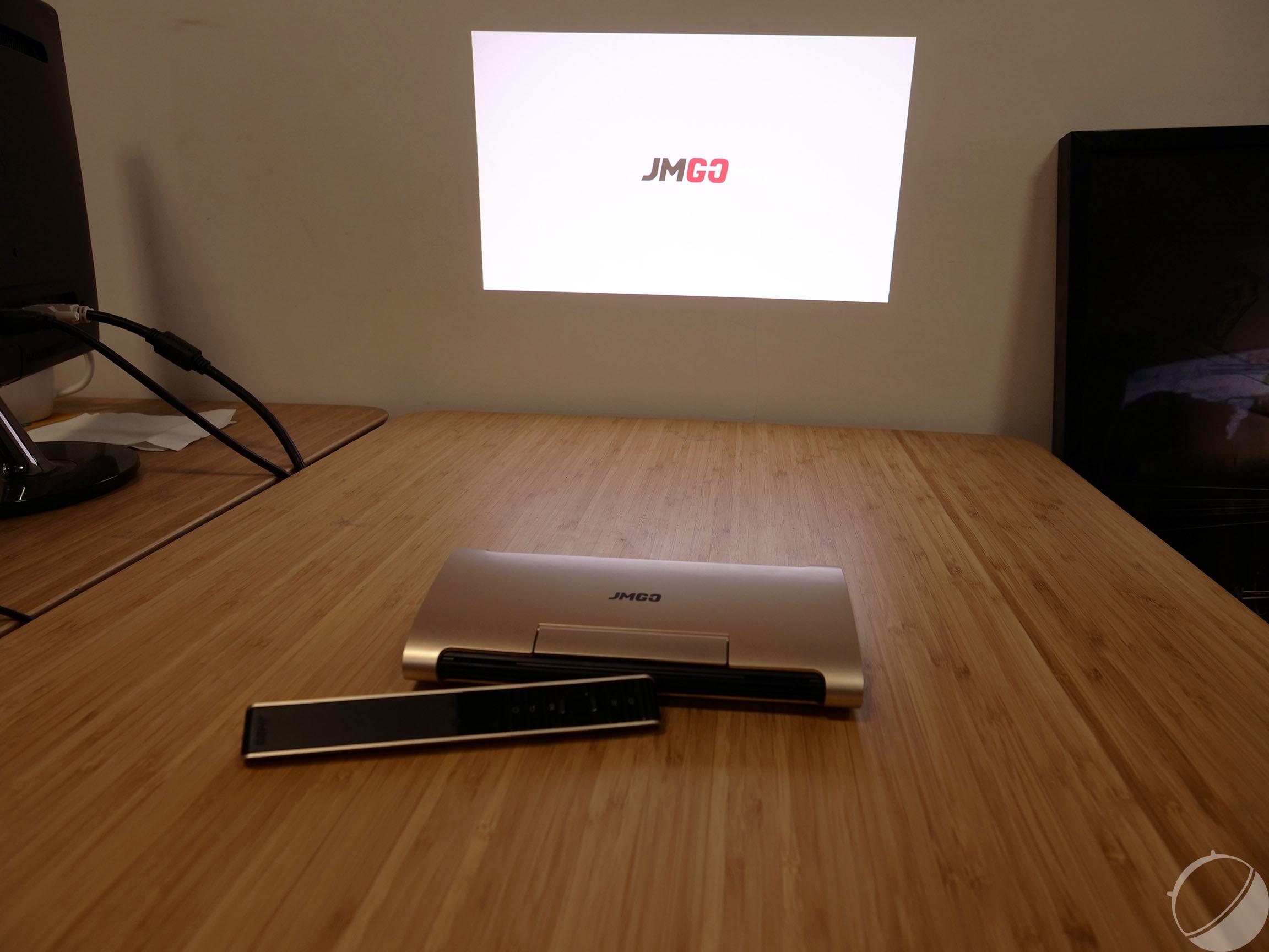 prise en main du jmgo m6 le vid oprojecteur de poche chinois frandroid. Black Bedroom Furniture Sets. Home Design Ideas